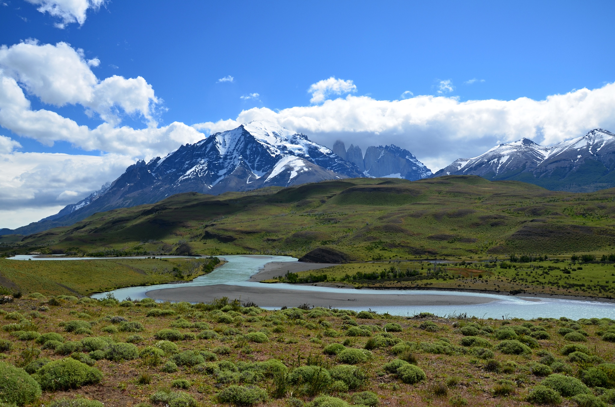 Cerro Paine v pozadí, Río Paine v popředí