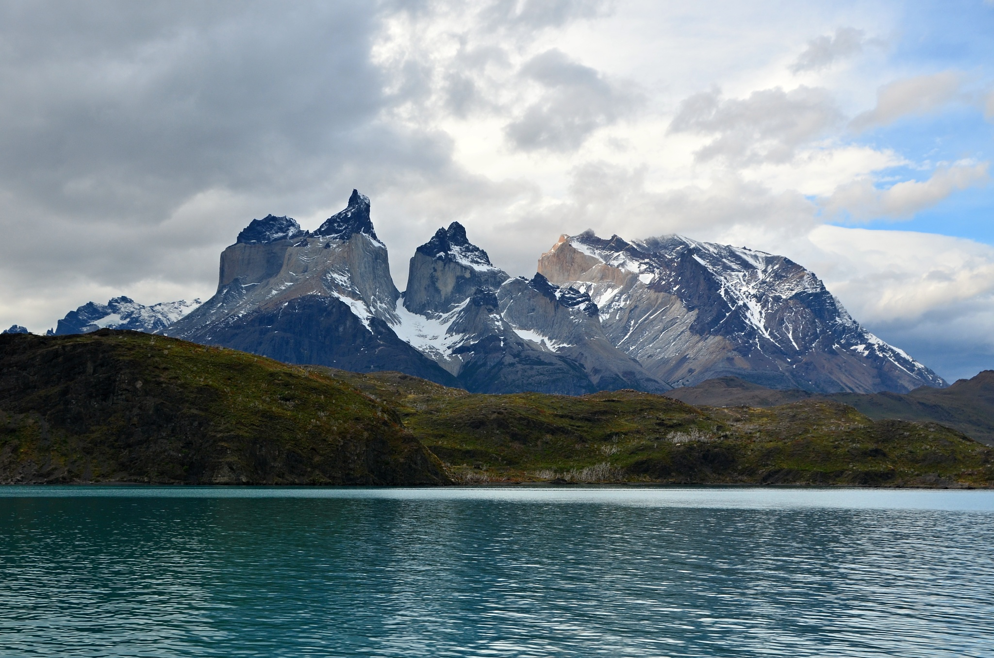 Nádherný pohled na Cuernos del Paine