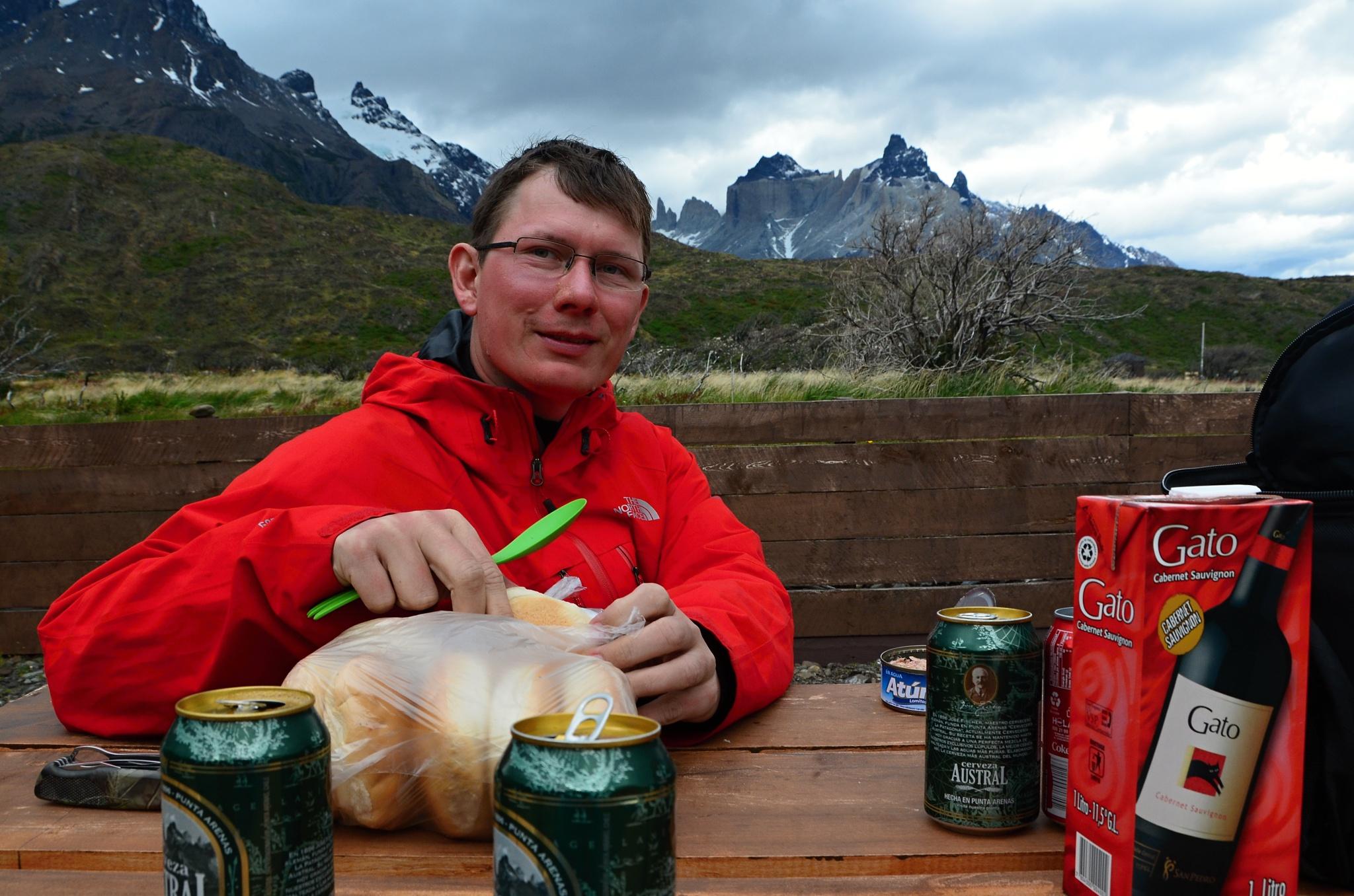 Vydatná večeře před Cuernos del Paine