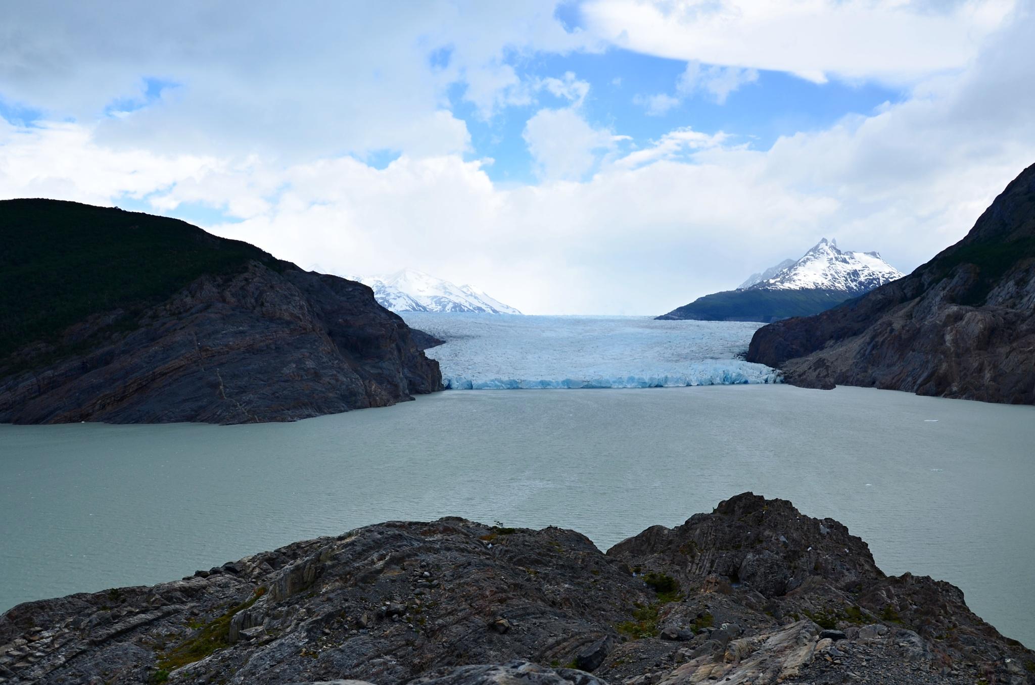 Čelní pohled na jeden ze splazů ledovce Grey