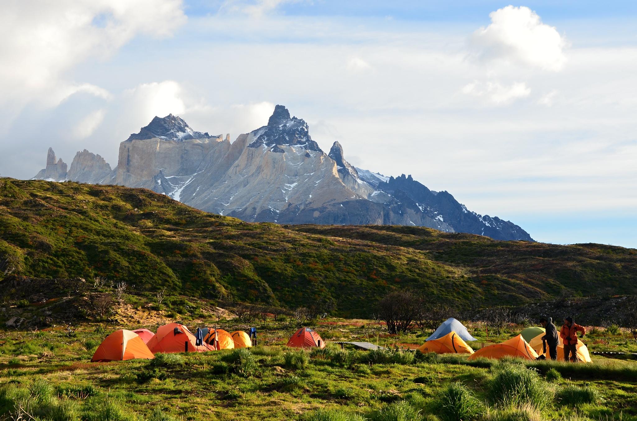 Kouzelné ráno v kempu Paine Grande, na pozadí pohoří Cuernos del Paine