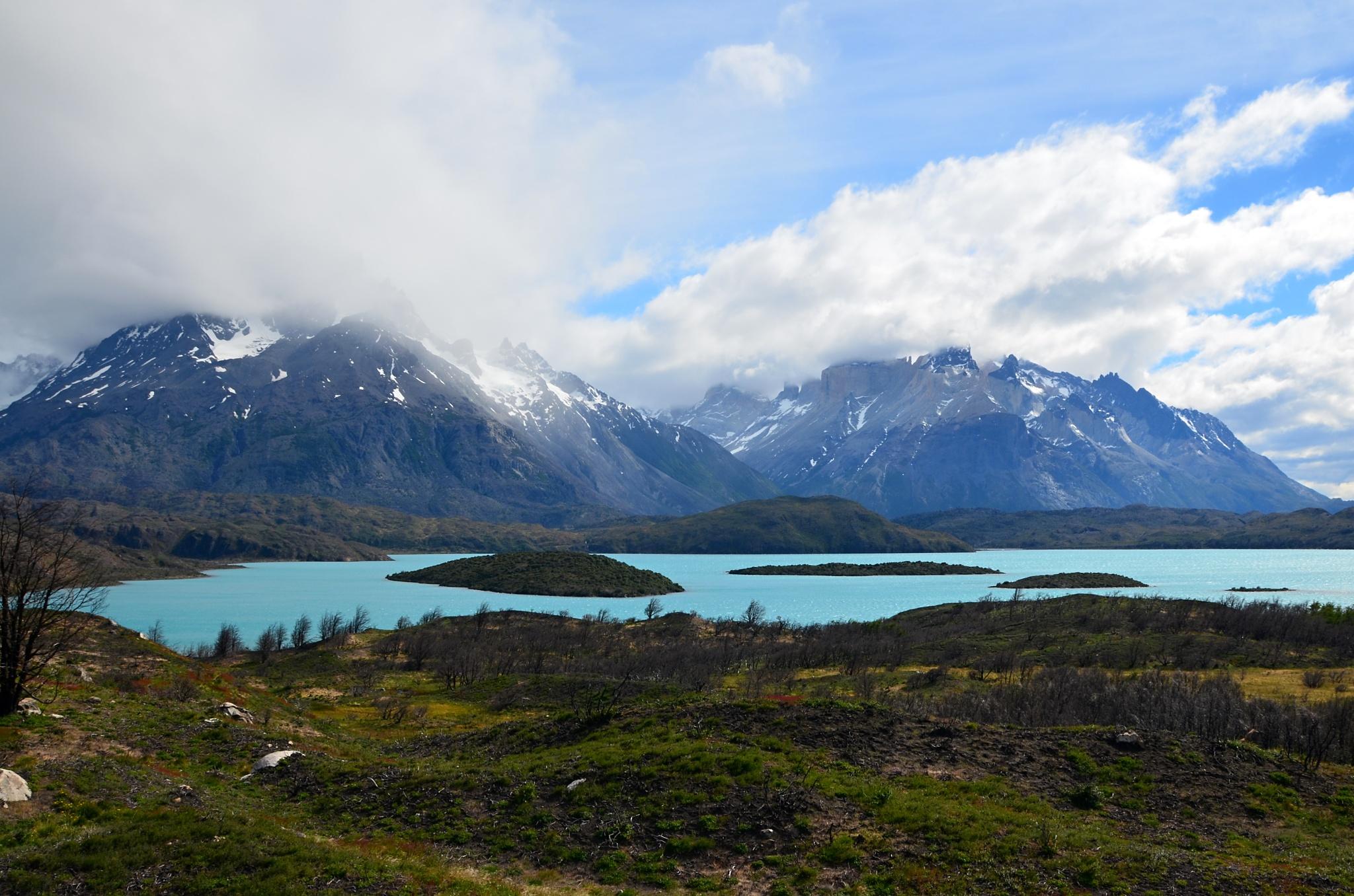 Jezero Pehoé, na pozadí Paine Grande a Cuernos del Paine
