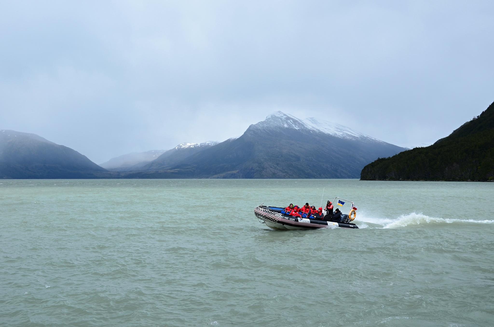I na takovém plavidle se dá jet za ledovci