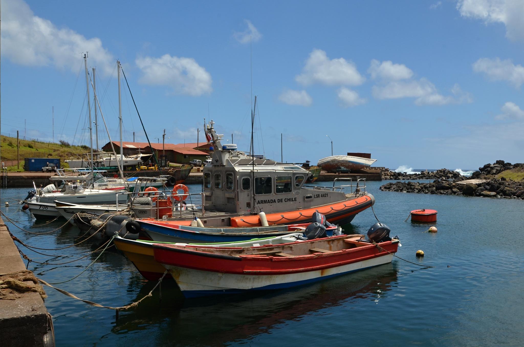 Malý místní přístav s lodičkami
