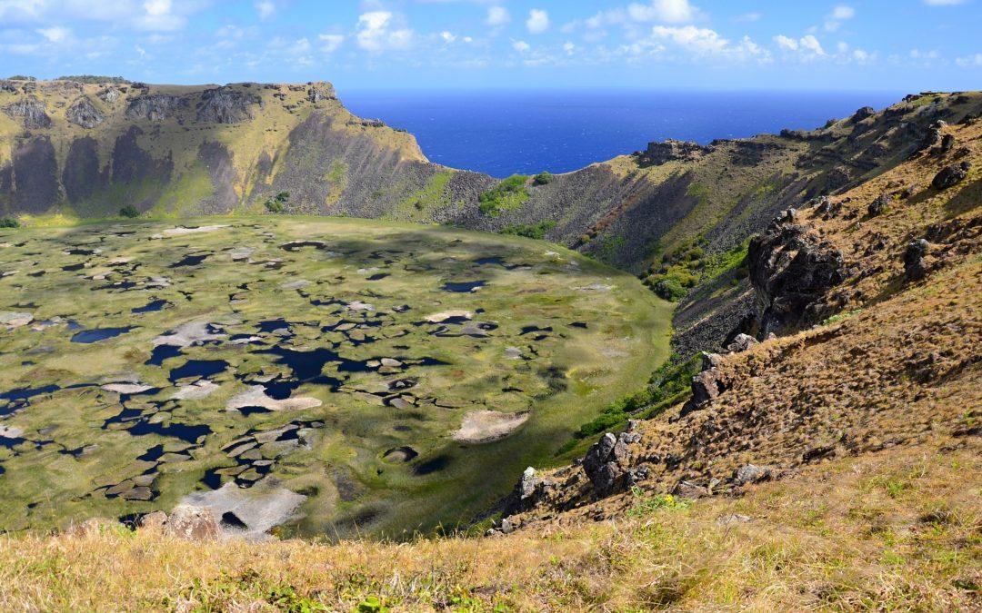 Velikonoční ostrov a výšlap k posvátnému místu Orongo