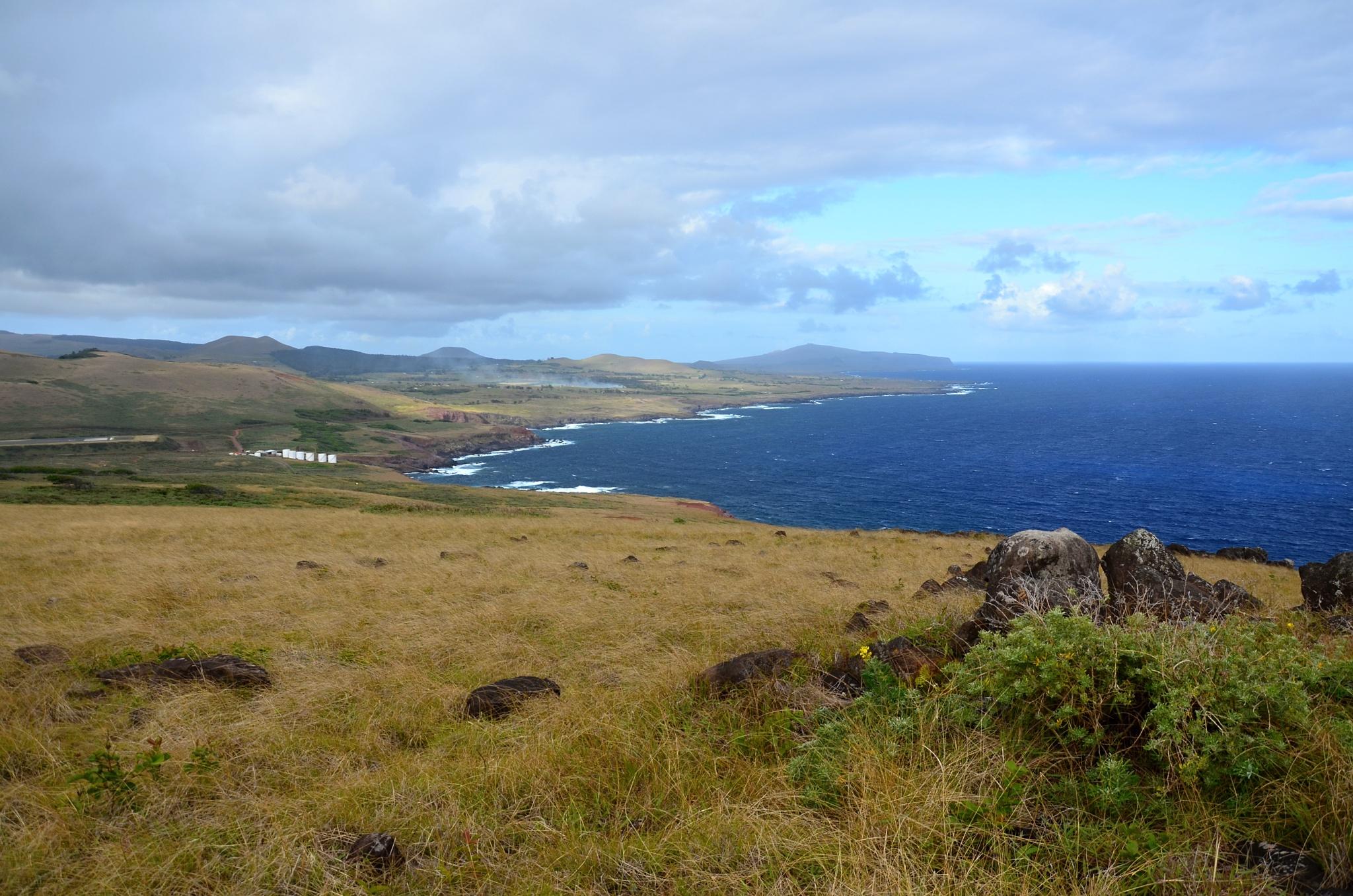 Pohled na východní pobřeží kolem vulkánu Rano Kau