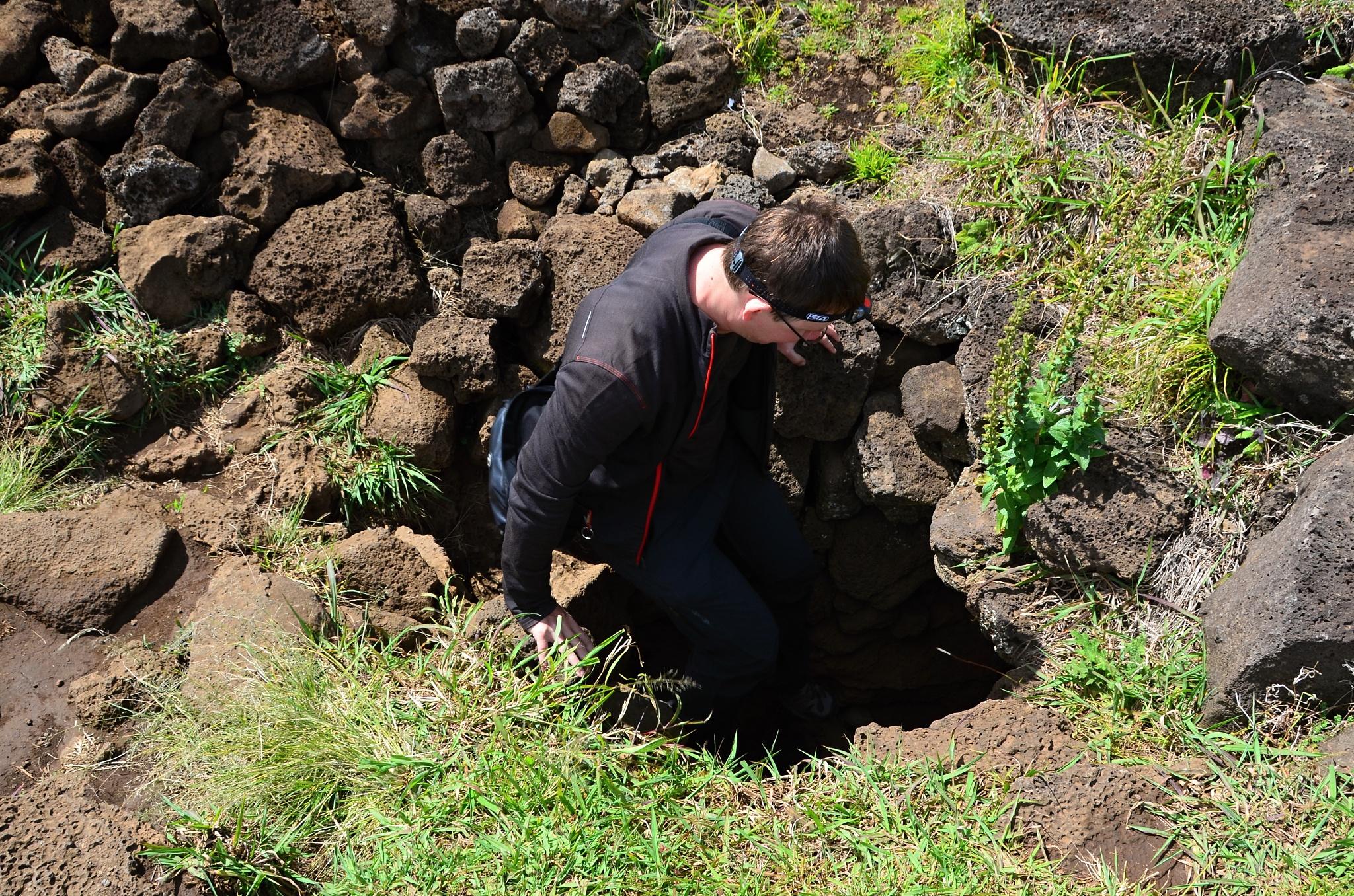 Vstup do jeskyně Ana Kakenga neboli La Cueva de Dos Ventanas (Jeskyně se dvěma okny)