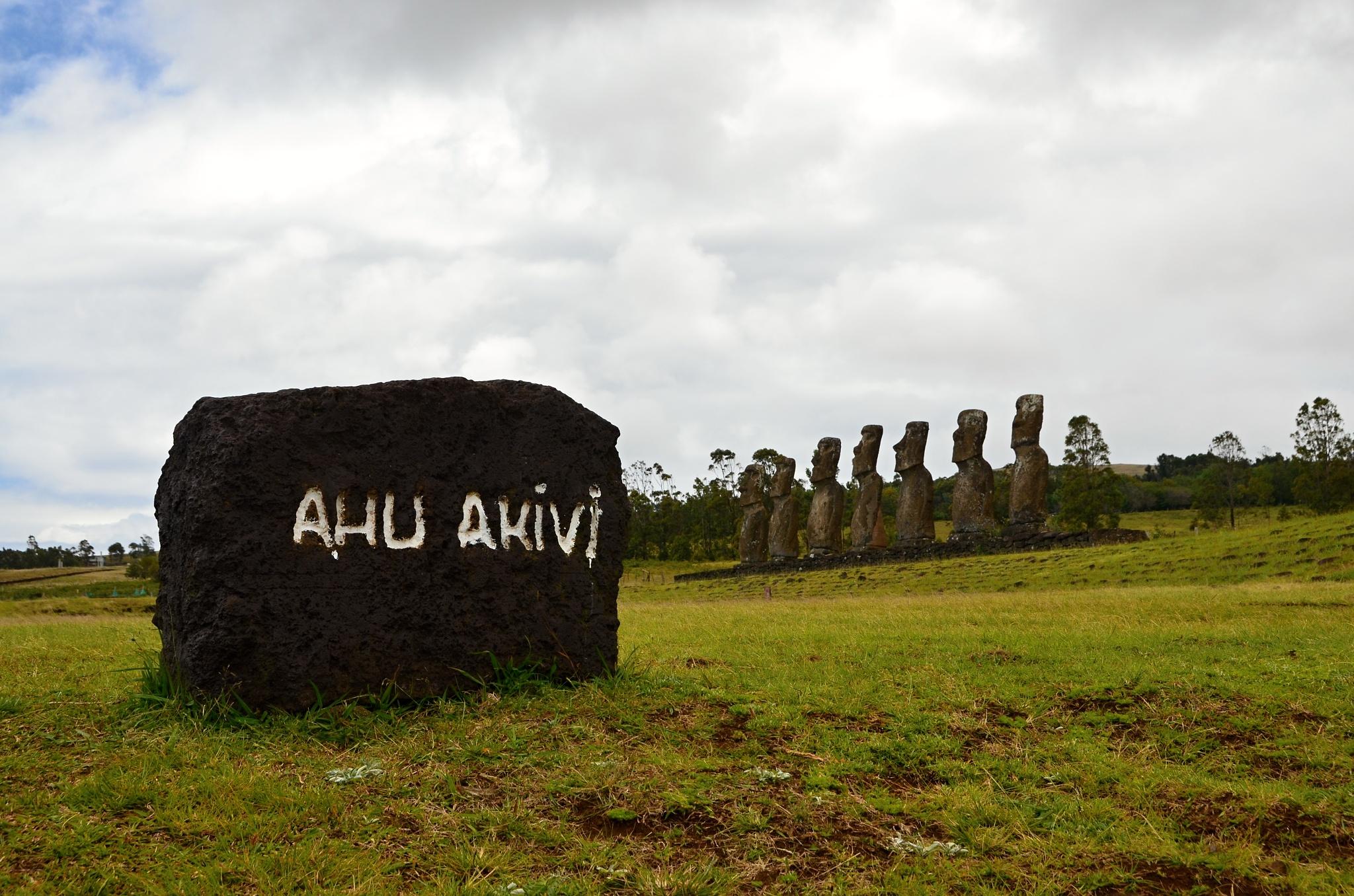 Posvátné místo Ahu Akivi se sedmi Moai