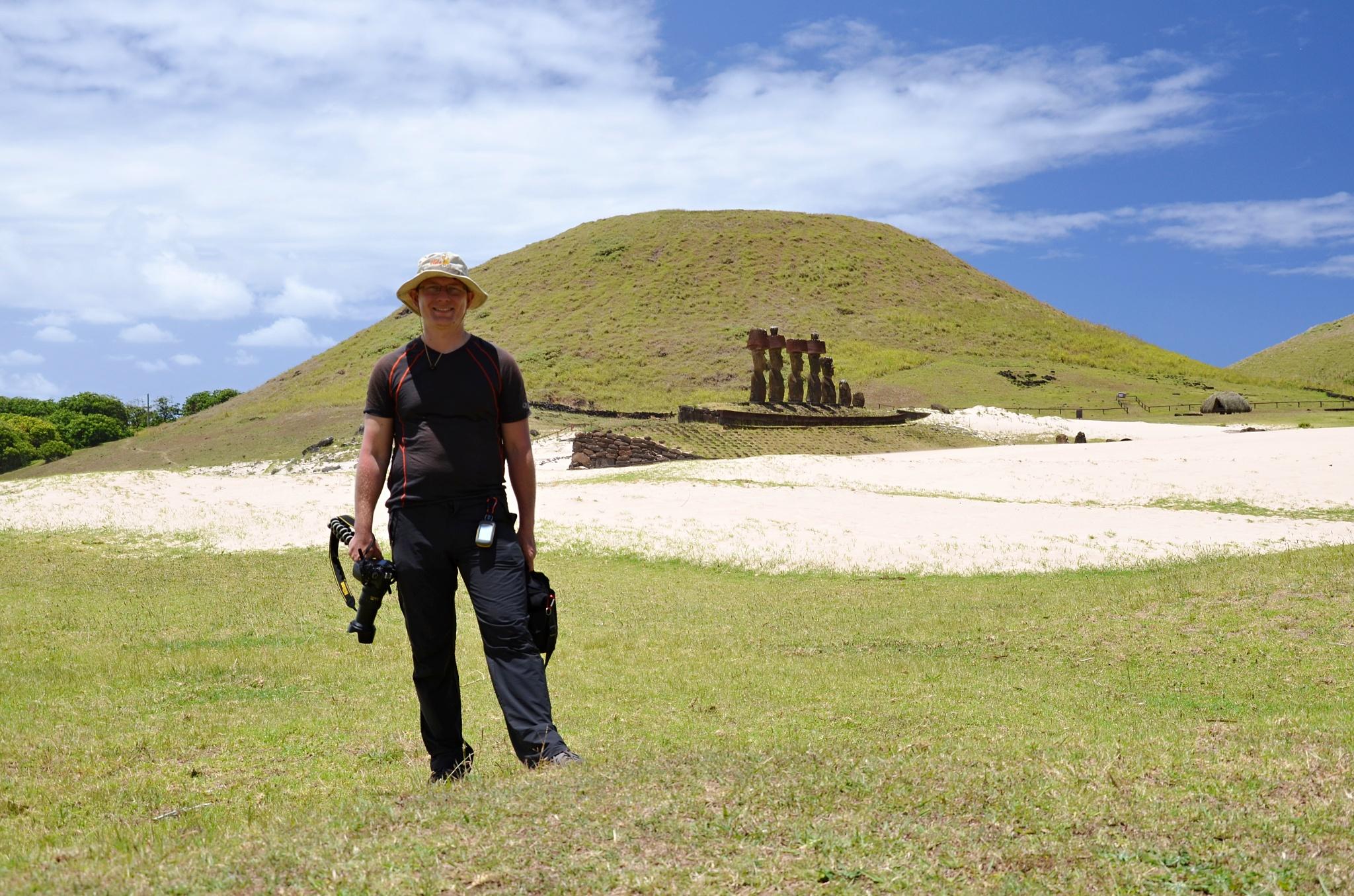Já a sedm Moai na plošině Ahu Nau Nau