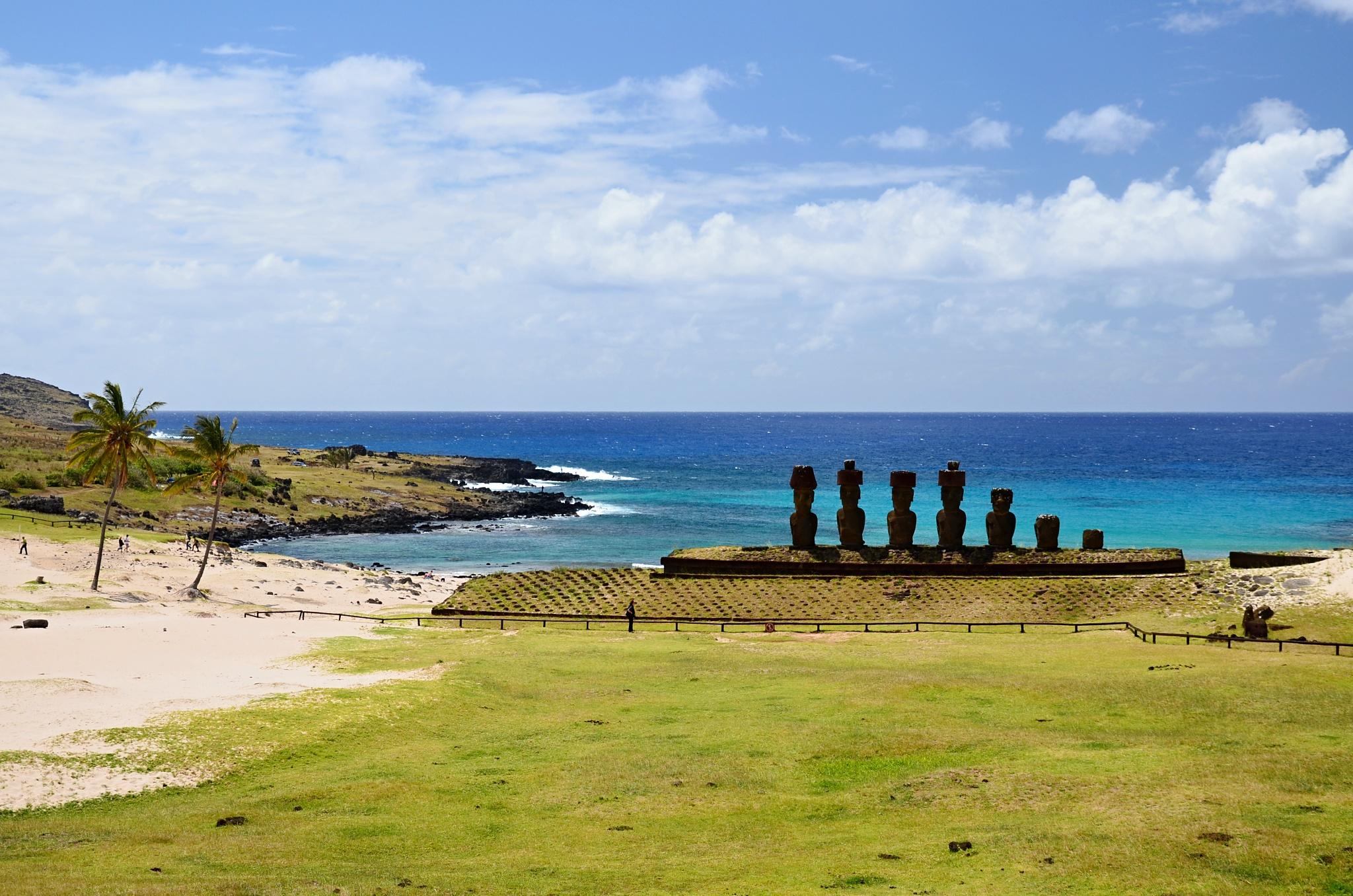 Sedm Moai v zátoce Anakena