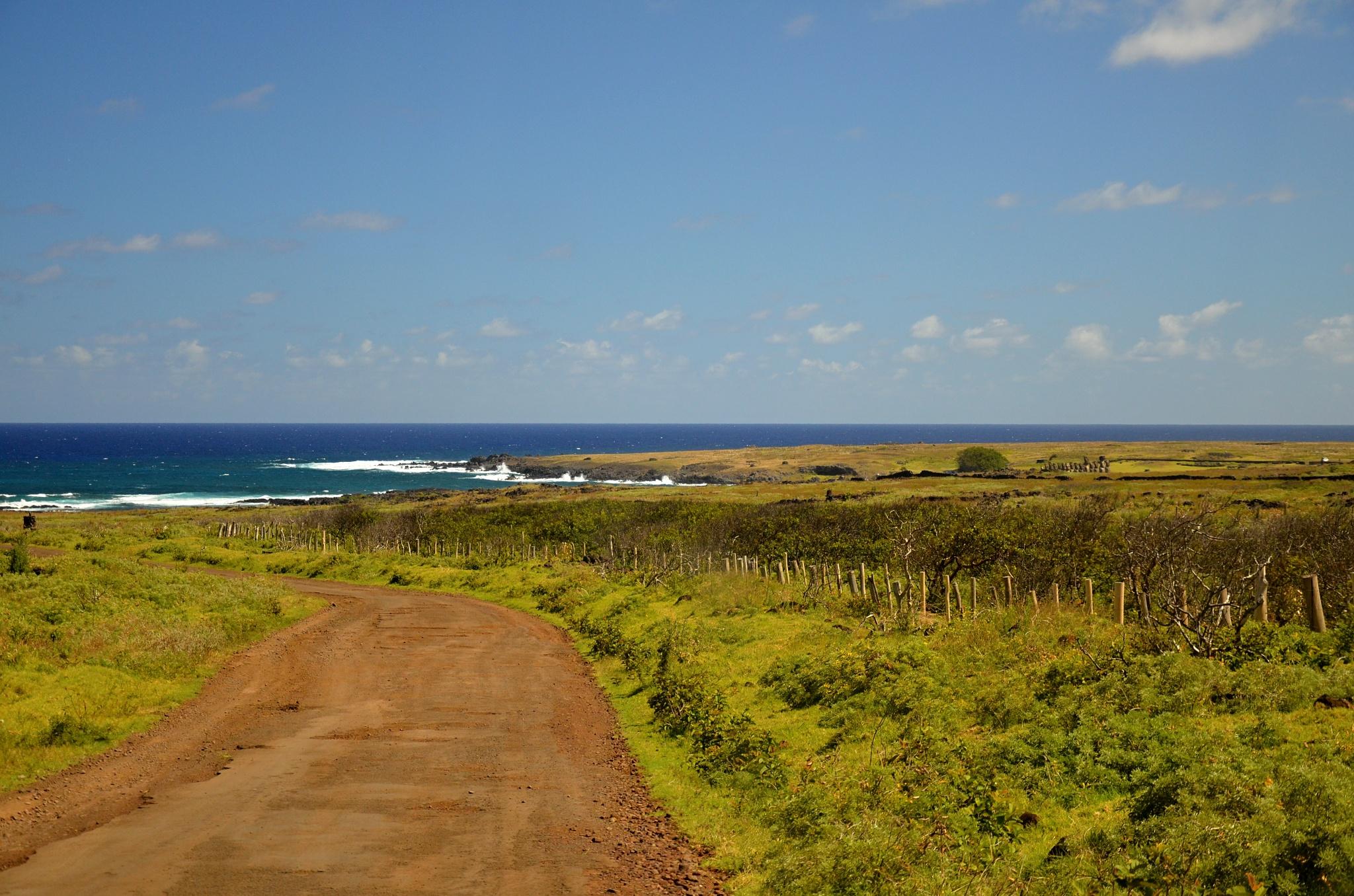 Pozvolna se blížíme k Ahu Tongariki, největšímu ahu na ostrově