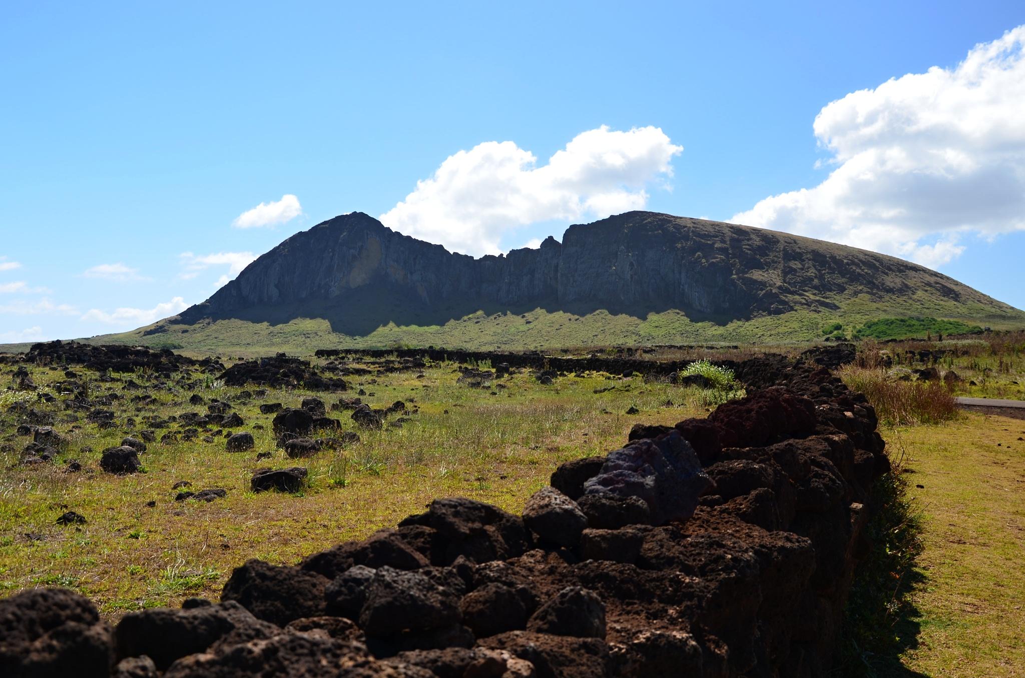 Vulkán Rano Raraku, tam pojedeme později