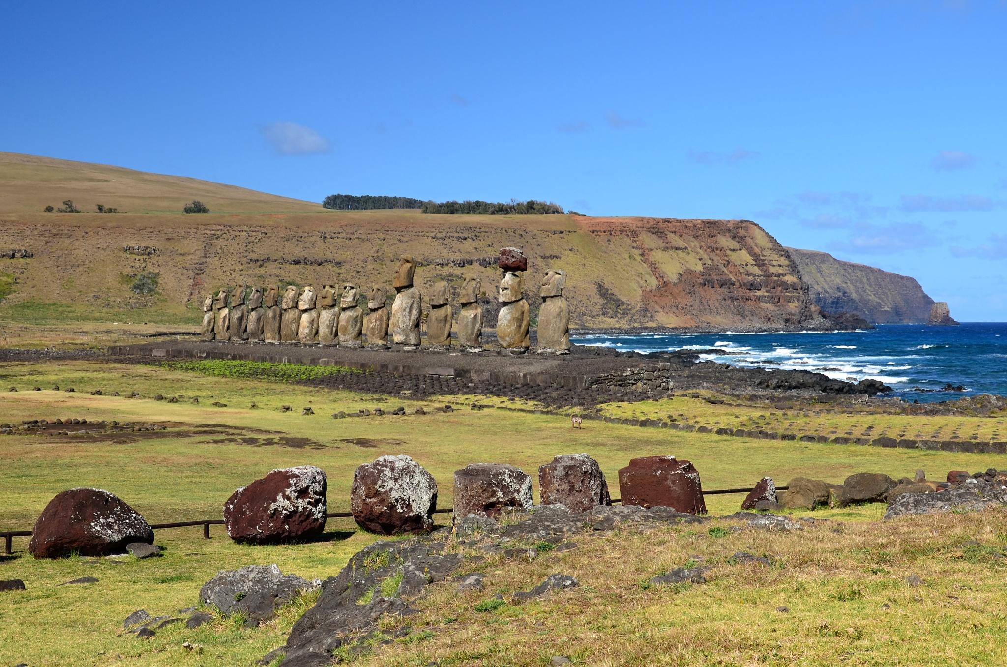 Klobouky a Moai