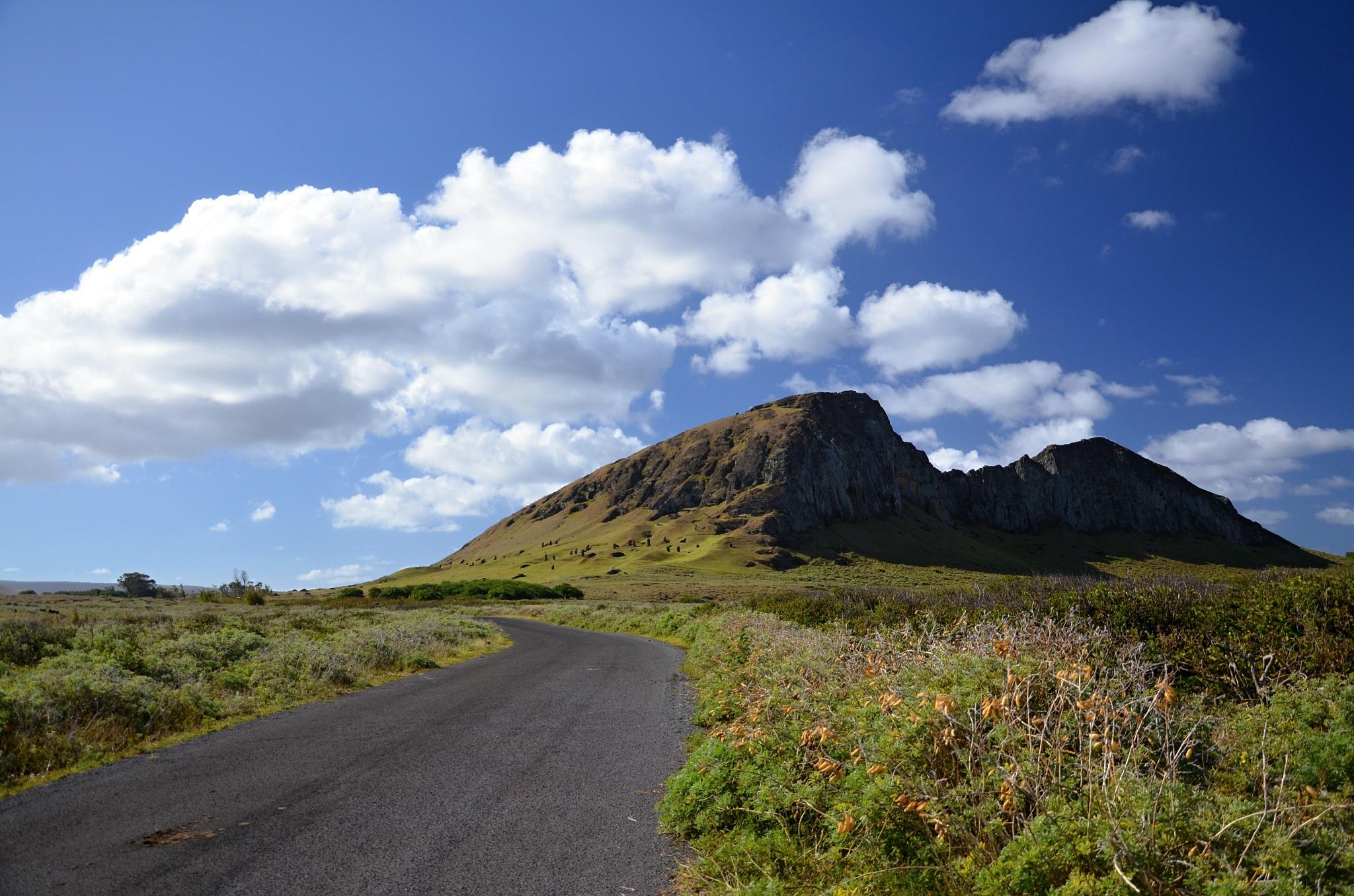 Jedeme do továrny na Moai na úpatí vulkán Rano Raraku