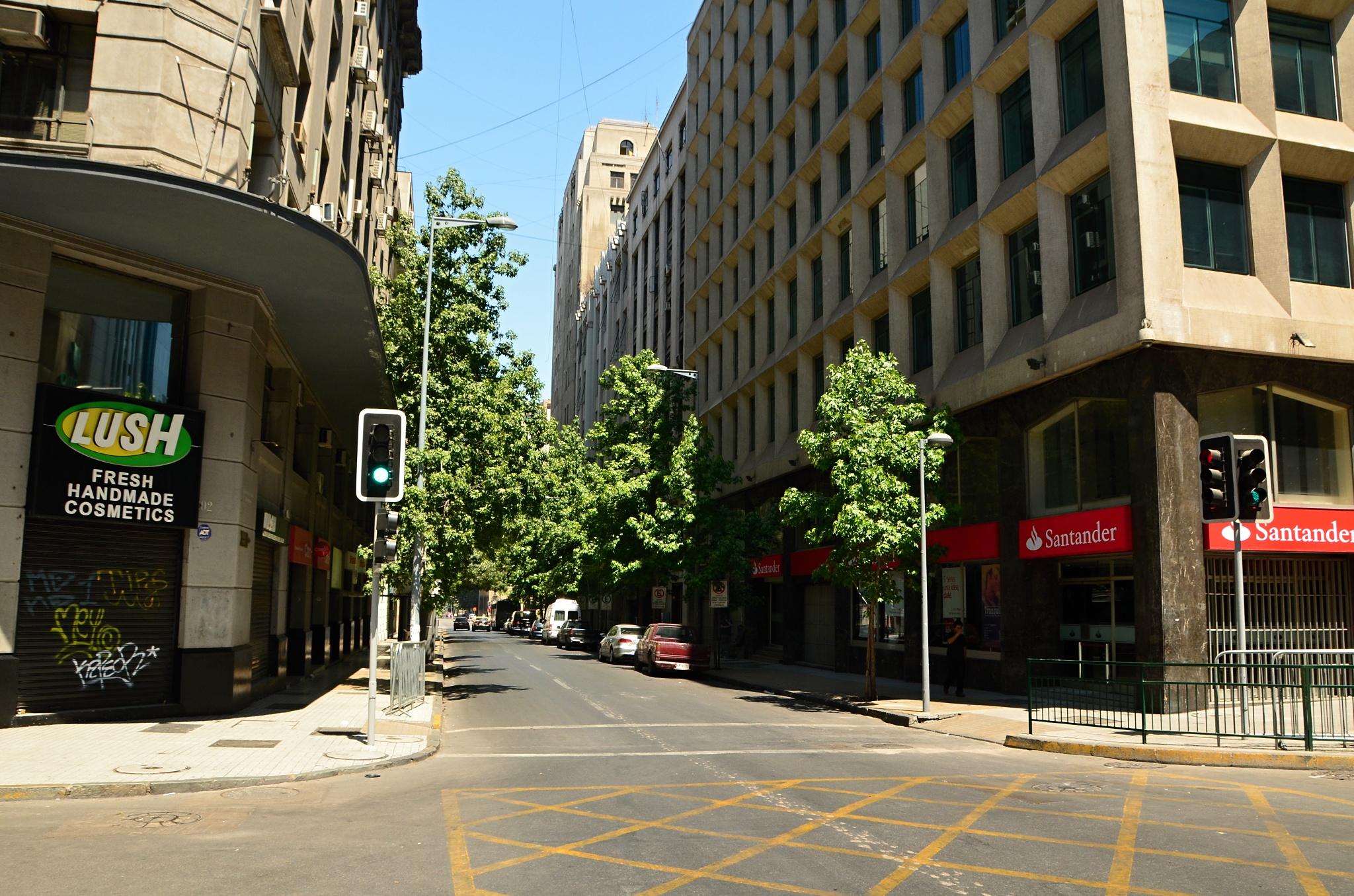 Obyčejná ulice v centru Santiaga