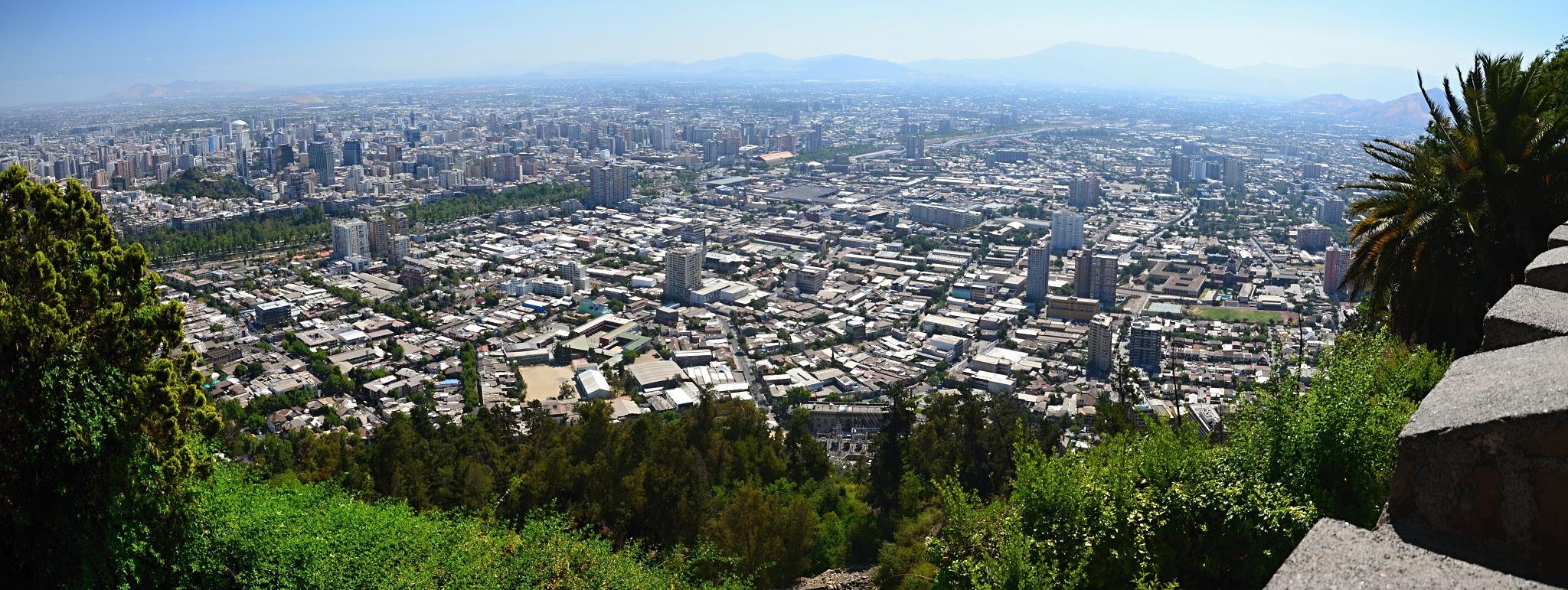Pohled na Santiago z horní stanice lanovky