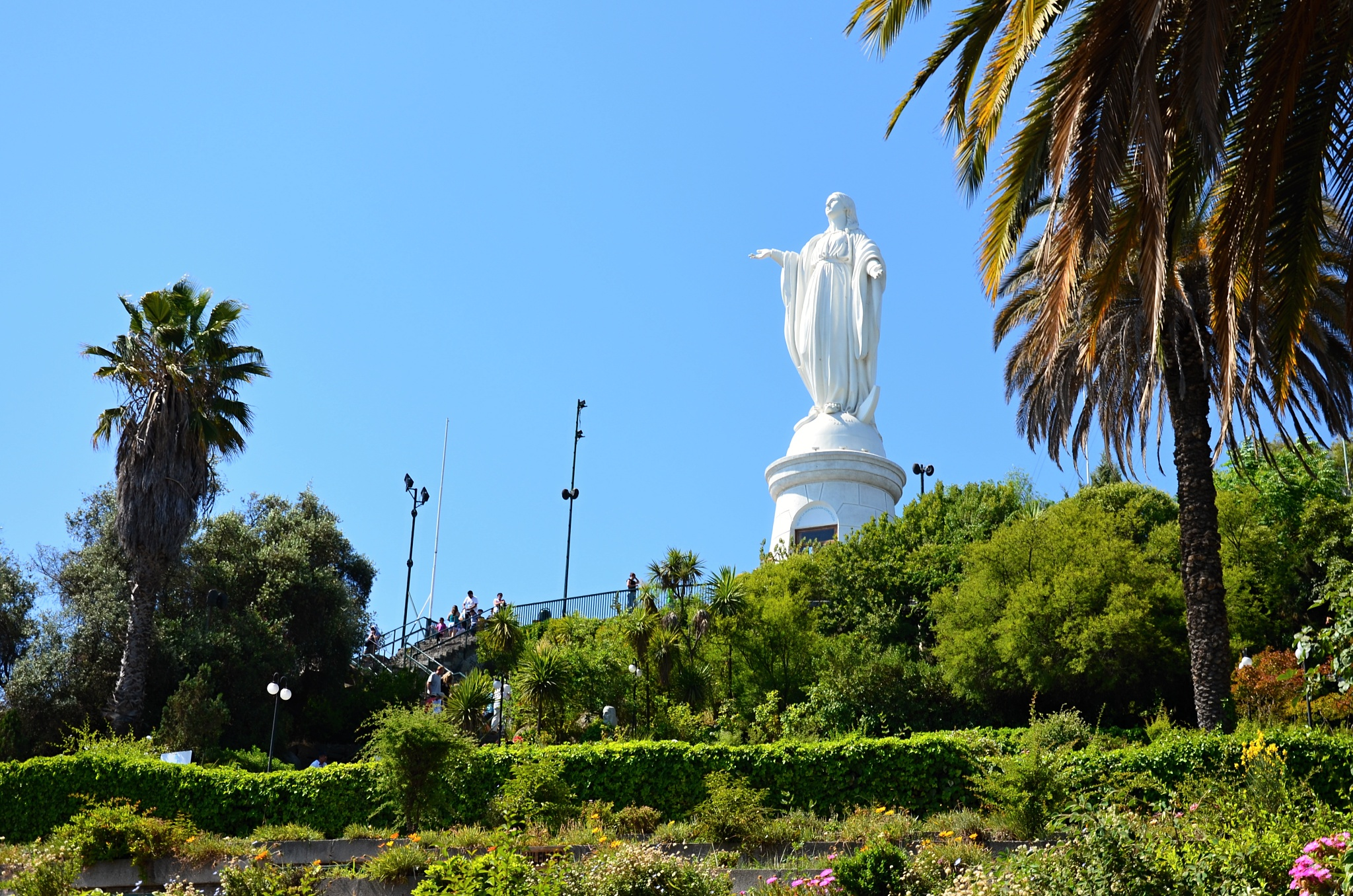 Socha Panny Marie na vrcholku kopce San Cristóbal