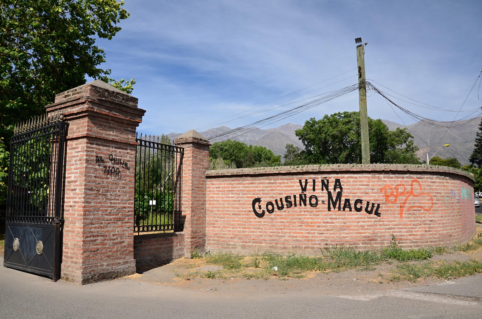 Vstupní brána do areálu vinice Vinice Cousiño Macul
