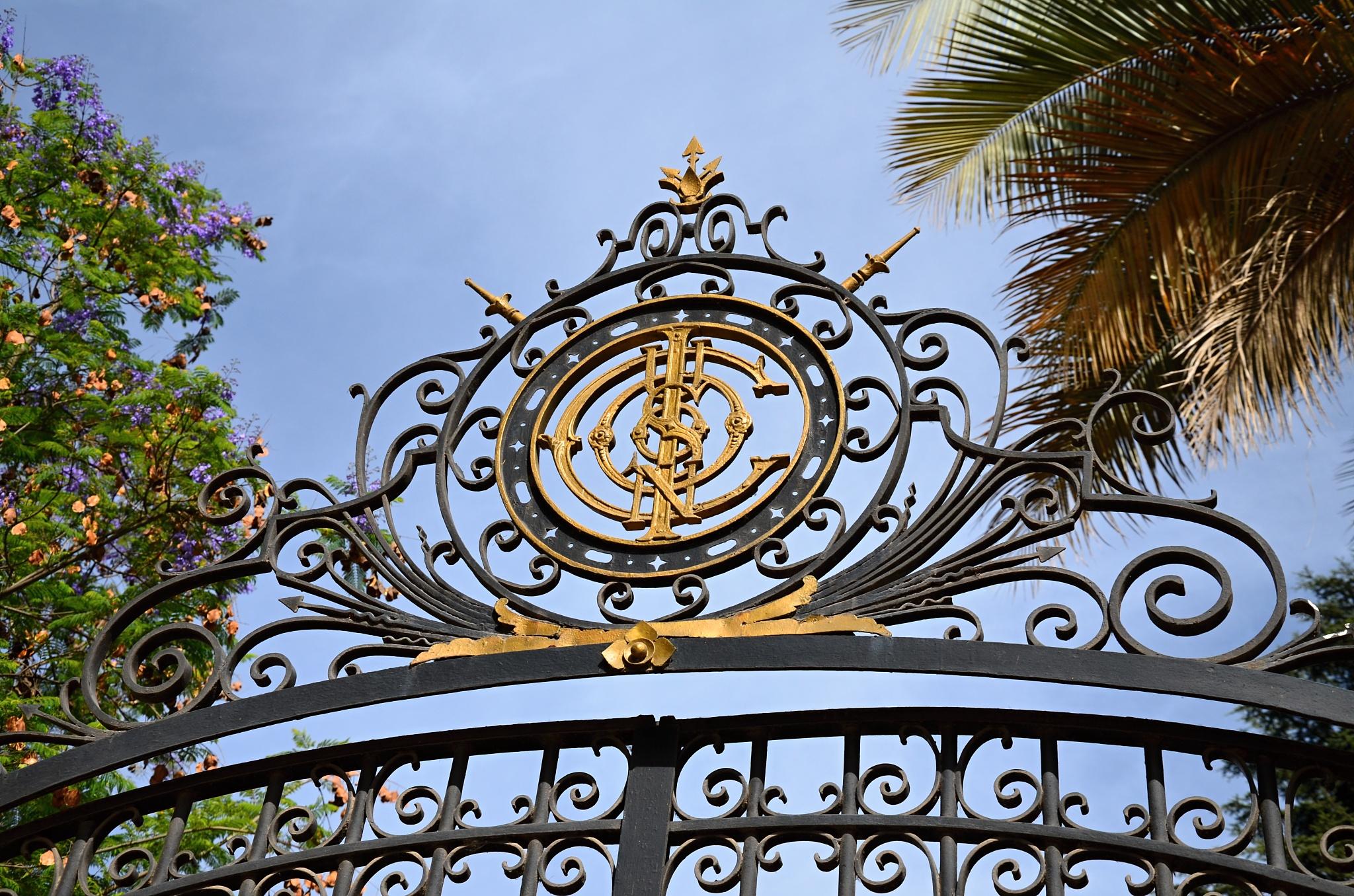Ozdobná brána do sídla majitelů vinice Cousiño Macul