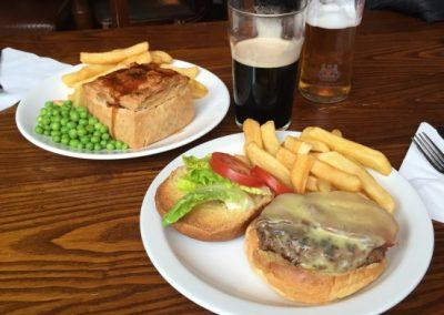 Jídlo v hospodě The Royal Scot