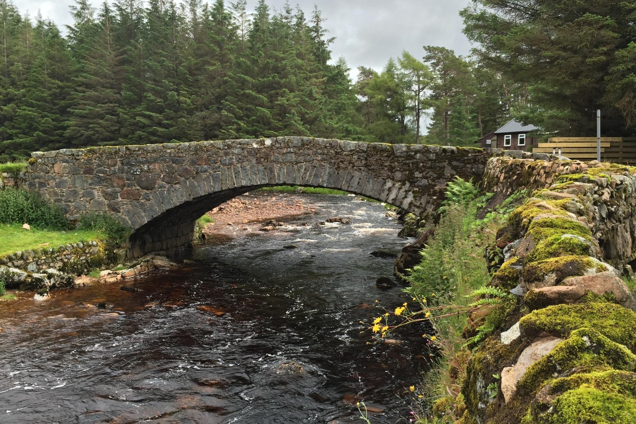 Kamenný mostek přes řeku Etive