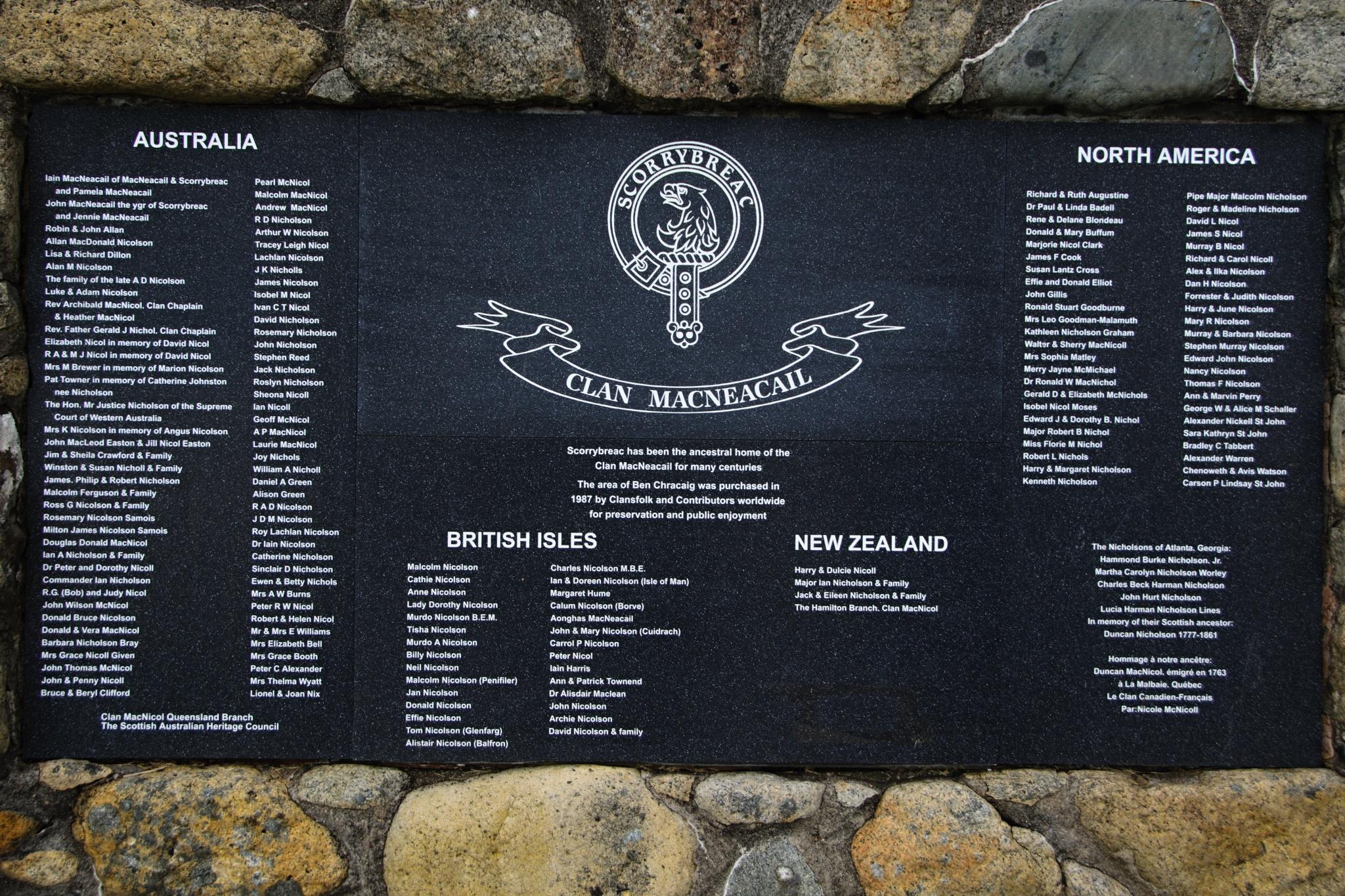 Pamětní deska rodinného klanu MacNeacailů