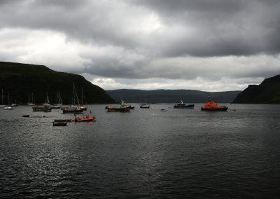 Spousta lodí v přístavu