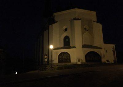 Místní kostelík a o kus dál první živá kontrola