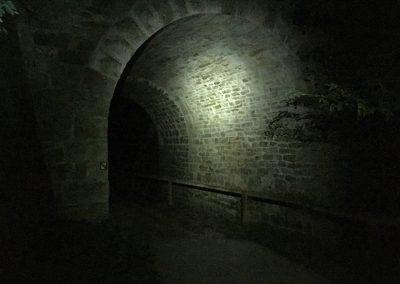 Viadukt pod železniční tratí, kde měla být kontrola. Nebyla...