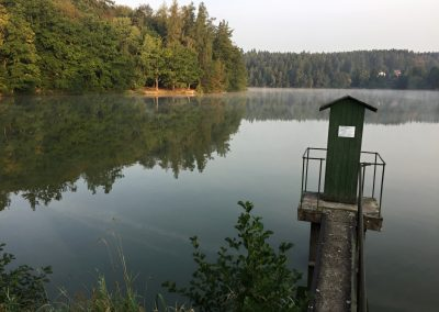 Jevanský rybník v chladném jitru