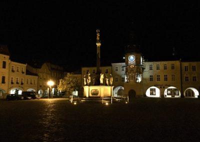 Klidné náměstí v Hostinném