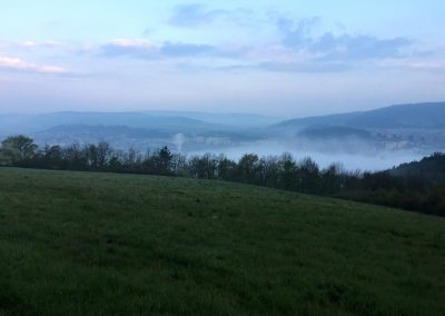 Mlha se zvedá...