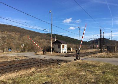 Železniční přejezd na Karlštejně