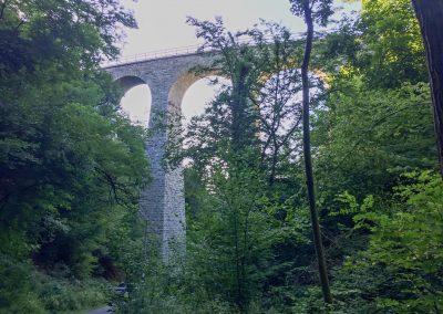 Elegantní viadukt nad Žampachem.
