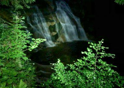 Mumlavský vodopád za svitu čelovky
