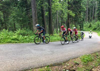 Vedoucí skupinka závodníků