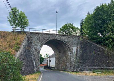 Kamenný železniční most v obci Svor