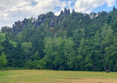 Skalní hrádky na kopci Barbarine