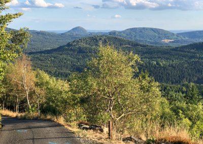 Poslední výhled do krajiny, dál už to bude skoro jen z kopce.