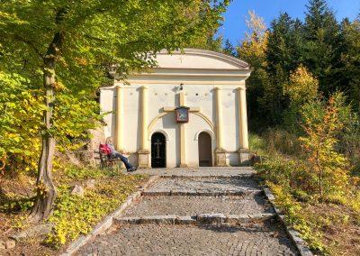 Boží hrob a Křížová cesta nad Malými Svatoňovicemi.