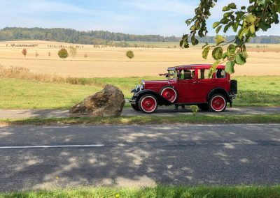 Před Kuksem byla mimo jiné zastávka v závodě historických vozidel.