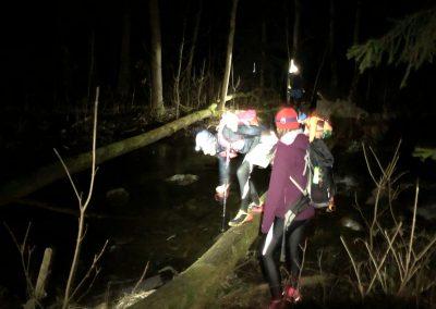 První překážka jen pár kilometrů po startu - zdoláváme Mitovský potok