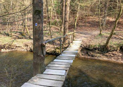 Konečně trochu pohodlnější cesta přes potok