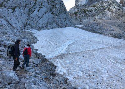 Zdolávat sněhové pole nebylo moc příjemné. Naštěstí bylo jediné.