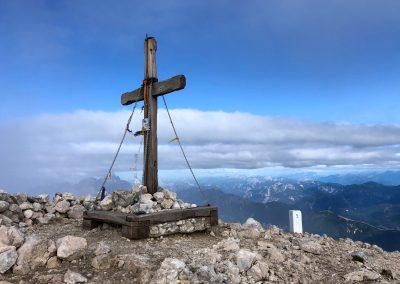 Majestátný kříž na vrcholku