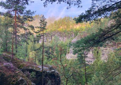 Ráno jako malované. První z mnoha výlezů na vrcholek skal.