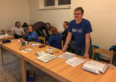 Organizátoři u stolu pro prezenci