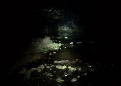 Skryjské jezírko v noci nevypadá tak působivě
